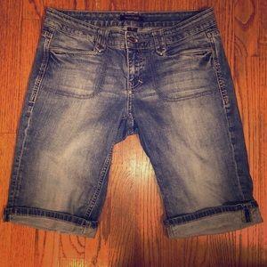 White House Black Market Blue Jean Shorts 8 NOIR